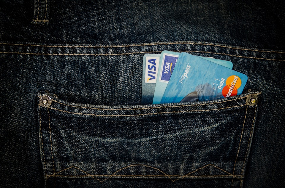 บัตรกดเงินสดกับวิธีการใช้อย่างไรไม่ให้เป็นหนี้